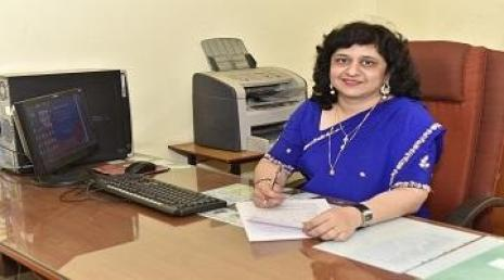Dr Mona Tawar